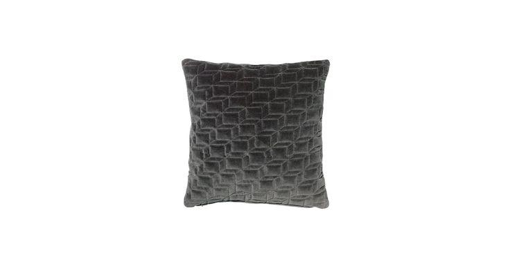 Velour til din sofa. Velour er sæsonens absolut hotteste materiale. Hiva-puden t tilføjer en snert af ekstravagance og eksklusivitet til rummet.
