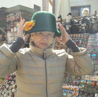 Отличного воскресного дня!!! Гуляя по рынку Тбилиси,мне понравилась шляпка ручной работы из войлока. Примерила и решила что куплю при выходе из рынка. Выход состоялся с другой стороны рынка, шляпка осталась не приобретенной. Вот так часто бывает если не принять решение сразу,а оставить на потом. Потом не наступает НИКОГДА... А как бы мне сейчас хотелось иметь эту шляпку в своем гардеробе. У вас было так? Не приняли решение и не получили желаемого и потом сожалели об этом?    #принятьрешение…