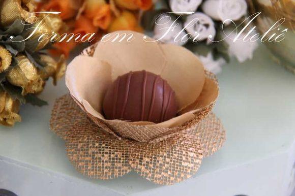 Forminha+decorativa+para+doces+finos,+tecido+cetim+com+tela+de+algodão+engomada,+base+para+o+docinho+de+3+cm+(padrão)+cor+ouro. R$ 1,25