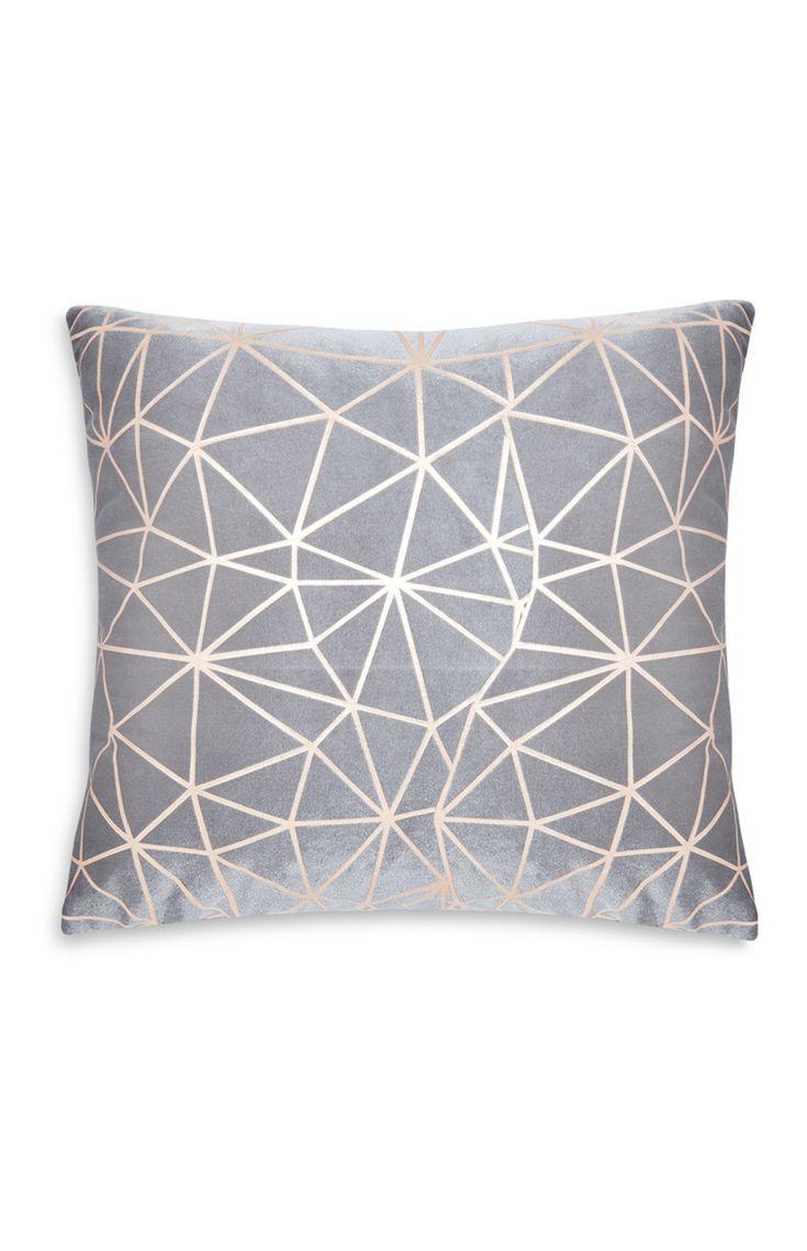 Primark - Cojín geométrico con tonos oro rosa                                                                                                                                                                                 Más