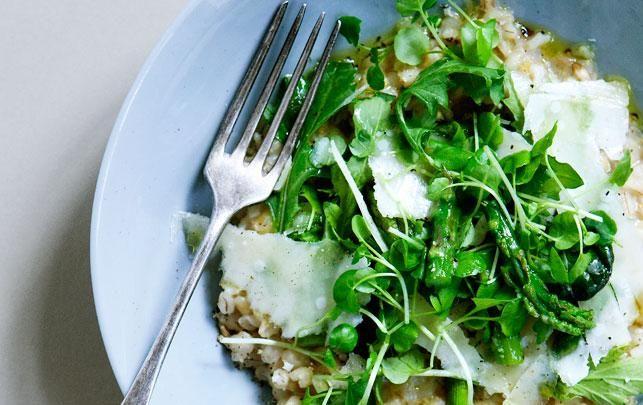 Aspargesrisotto kan spises som forret, som en vegetarisk hovedret eller som tilbehør til f.eks. stegt/grillet fisk.