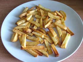 Pytanie w wielu miejscach jak zrobić dietetyczne frytki, więc wstawiam jako osobny przepis.       Składniki: ziemniaki surowe (250g) przypr...