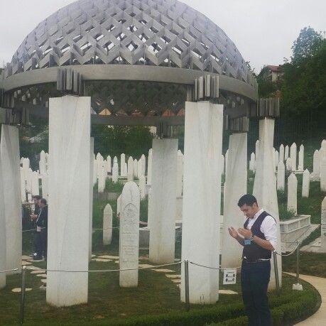 Aliya İzzet Begoviç - Anıt Mezar