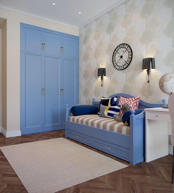Дверцы встроенного шкафа выкрашены в цвет кроватки. Обои с растительным узором.