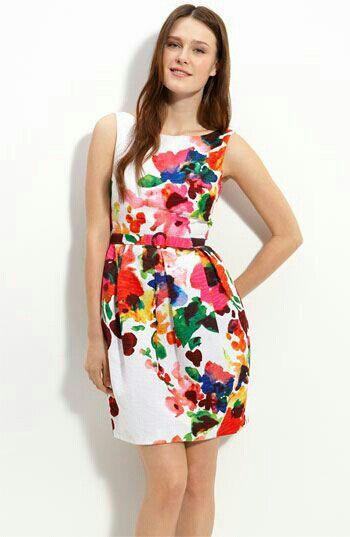 Bello vestido floreado