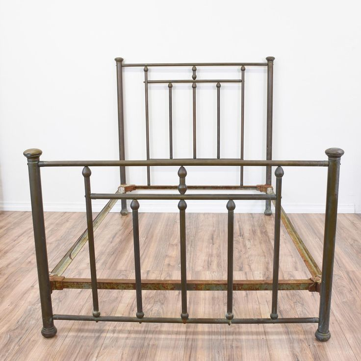 brass metal full sized bedframe - Vintage Bed Frame