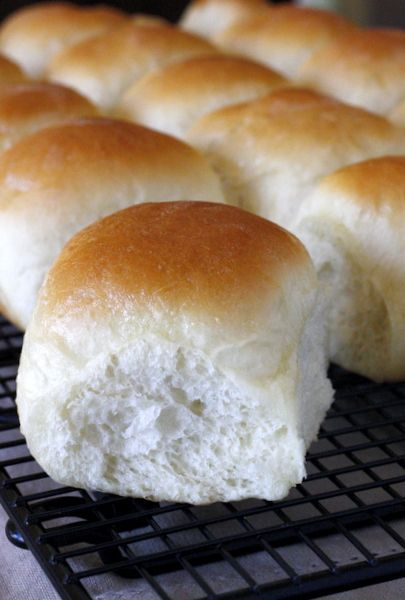 Soft and Fluffy Homemade Dinner Rolls - these are perfect for the holidays, or just for a family dinner at home!