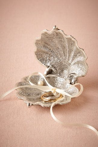 I really do like this, it just doesn't fit into our wedding... yet. NOW I MAKE A NAUTICAL WEDDING INSTEAD! MUWAAHAHAHAHAHAHAHA Silvery Seashell Ring Holder