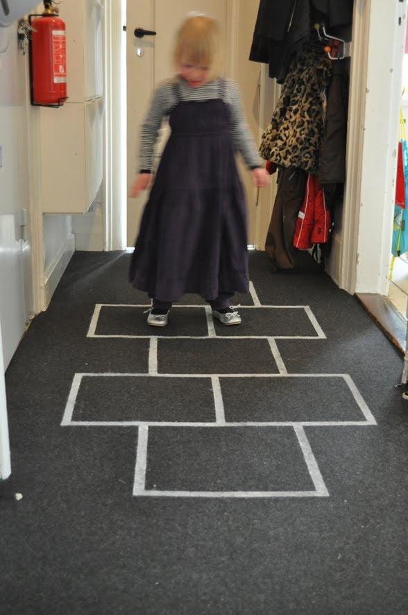 lilla a: Hoppa hage - vår nya matta