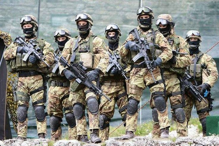 (t) Paratroopers belong to the 4th Monte Cervino Alpini Regiment. This Regiment is a SOF unit of the Italian Army #paratroopers #italy #italia #italian