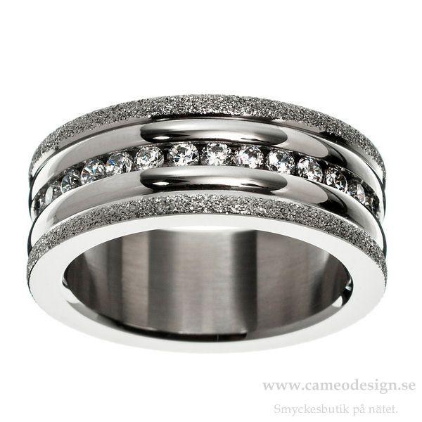 Ring i stål, från EDBLAD, 399 kr. http://www.cameodesign.se/edblad-ringar-r78-p-3772.html?manufacturers_id=16