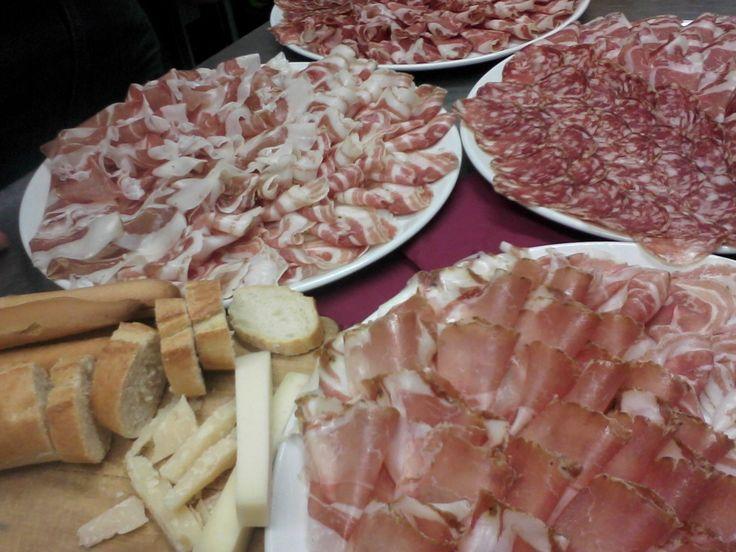 pan,salam e formadi (pane ,salame e formaggio) autentica forma di ospitalità friulana.