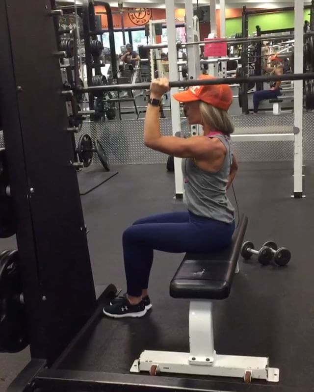 My cute hubby showed me this killer shoulder workout today..... Single arm shoulder press on the smith machine. But it's a little different because you keep your elbow forward and when you press upward, push through your palm of your hand and then squeeze your shoulder at the top .... Shoulder were on fire. I used 10 pounds for three sets of 10 reps  #workoutvideo