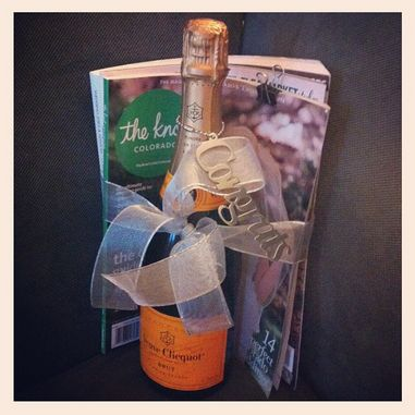 Engagement gift: champagne and wedding magazines