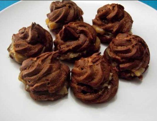 Sus adalah istilah serapan dari Bahasa Belanda Soes Kue Sus sendiri adalah kue bulat dengan kulit luar berwarna cream kecokelatan dan ditengahnya kopong waktu dibelah.
