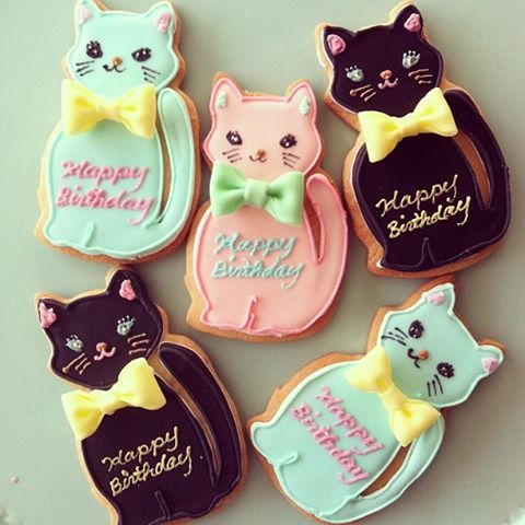 Lovely black, aqua and pink kitty cat cookies with edible bows. #cute #cats #cookies