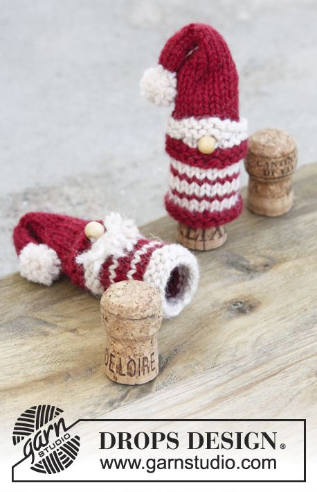 Knitted Santa and Christmas trees in garter st and stockinette st for Christmas in DROPS Nepal. Free pattern by DROPS Design.