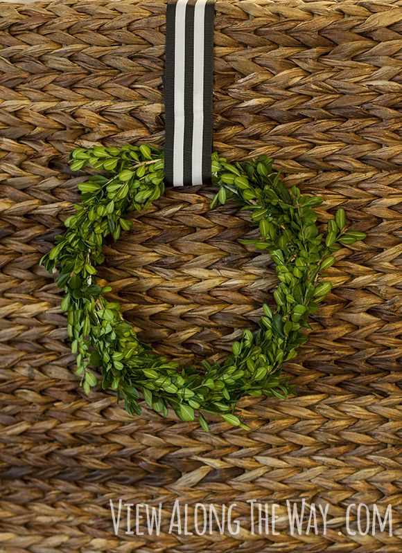 Make these wreaths from coat hangers and boxwood! Simple and free!