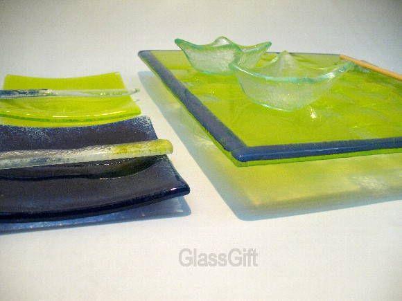 Conjunto p/ Sushi  9 peças: 1 prato grande 35X35 2 pratinhos 12x12 2 tigelas p/ shoyu 2 faquinhas 2 porta rashi R$ 112,00