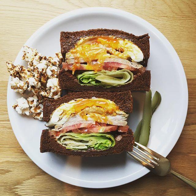 3/18からPERCHCOFFEEのサンドイッチがリニューアルします。 色々新しくなるのですが、その一つがトッピング‼︎ ハムや野菜、玉子の追加にパンの変更など、自分好みにカスタマイズしていただけます。 ということで、今回は目玉焼き追加で賄いを。これ、かなり美味しいです。ハマりそう…。 #カフェ#cafe#perchcoffee#sandwich#サンドイッチ#ランチ#目玉焼き