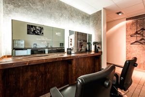 http://www.barber-shop-design.de Keine Männer ohne Frauen! - Absenkbare Flatscreens #Barber #HaarSchneider_Men #Herrenkonzept #Lifestyle #Marketing #Salonkonzept - http://www.fmfm.de/keine-maenner-ohne-frauen-1775