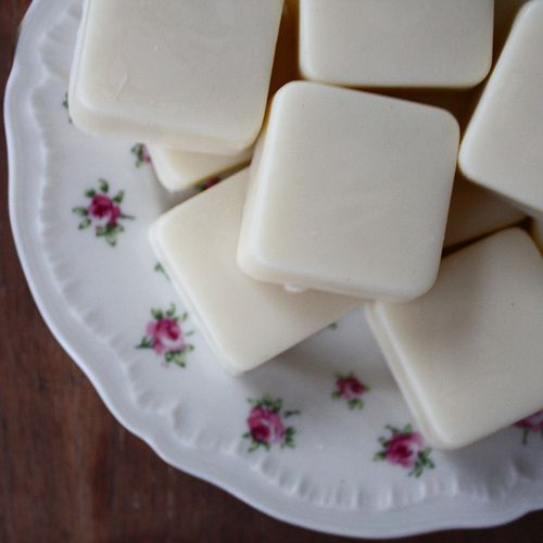 HOMEMADE LOTION BARS (3 INGREDIENTS, ALL NATURAL) coconut oil, grape seed oil and beeswax