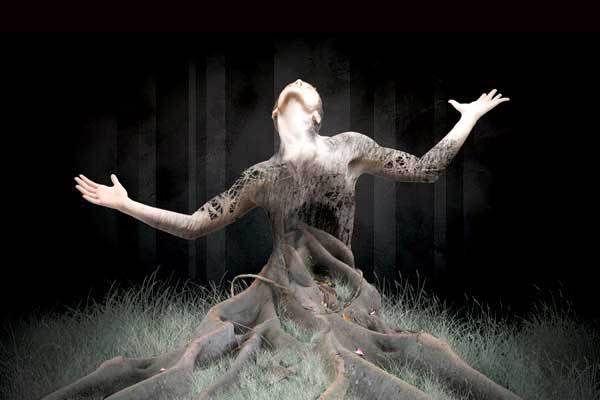 """Η αιτία, που ο σύγχρονος κόσμος πεθαίνει είναι ότι έλειψε από τη ζωή μας η αίσθηση του τραγικού. Ξεχάσαμε τον ηρωικό μας αντίλογο με τις Ευμενίδες, που είπε ο Σεφέρης. Μας πήρε ο ύπνος, μας πήραν για πεθαμένους κι έφυγαν βρίζοντας τους θεούς που μας προστατεύουν. Δ.Λιαντίνης """"Ο σύγχρονος άνθρωπος πεθαίνει""""."""