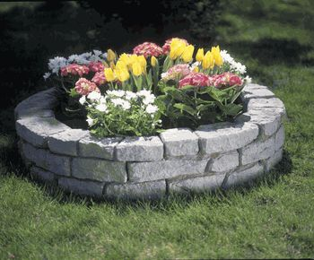 20 best circular gardens images on pinterest backyard for Round flower bed ideas