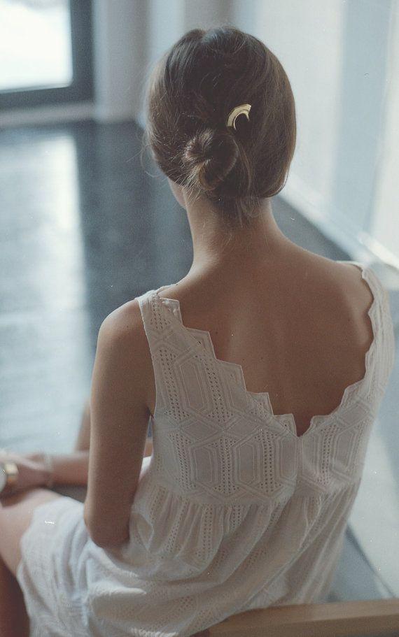 NOUVELLE robe de dentelle broderie anglaise. Robe en coton robe dos ouvert. Oeillet blanc dentelle robe de coton. Mode de printemps. Robe marine SS16