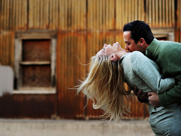 A truly free spirited kiss! Image from Elizabeth Taylor Frandsen Photography. #engagement