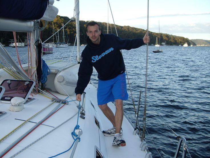 Andrej a jeho fotka z jachty v austrálskom Sydney