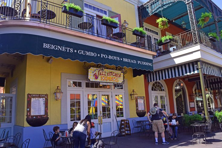 A list of Downtown Disney restaurants that accept dining reservations.