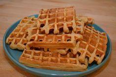 Ingrediënten voor 12 wafels:  5 el honing 4 eieren 350 ml magere melk 400 gr havermout 1 zakje bakpoeder (16 gr) olijfolie om het bakijzer in te vetten Bereiding:  maal de havermout fijn voeg de eieren, de melk, de honing en het bakpoeder doe en meng tot een glad deeg verhit het bakijzer en vet in met wat olijfolie bak de wafels in het wafelijzer je kan de wafels afwerken met wat vers fruit en zelfs een toefje slagroom als je de wafel als 4-uurtje eet