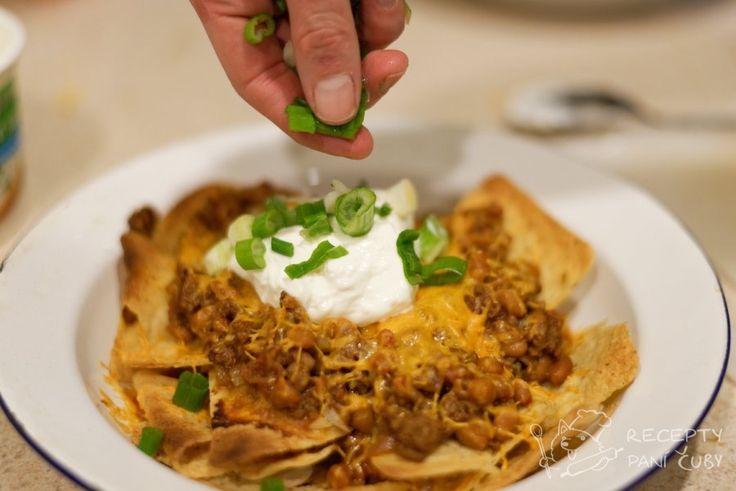 Křupavé tortilly s poctivým zásypem by mohly svádět k představě, že se z toho člověk moc nenají a jde o takové nenáročné zobání. Opak je pravdou. JE to velké.