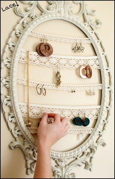 Different ideas for hanging jewelry. / Diferentes ideas para colgar joyería. #diy #deco