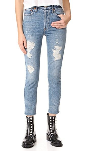 Get this RE/DONE's high waist jeans now! Click for more details. Worldwide shipping. RE/DONE High Rise Ankle Crop Jeans: Shredded holes and raw cuffs add a worn feel to these high-rise RE/DONE skinny jeans. 5-pocket styling. Button fly. Fabric: Denim. 100% cotton. Wash cold. Made in the USA. Measurements Rise: 11in / 28cm Inseam: 26.5in / 67cm Leg opening: 10.25in / 26cm Measurements from size 27 (vaquero de cintura alta, cintura alta, talle muy alto, talle alto, mom fit, mom, high rise…