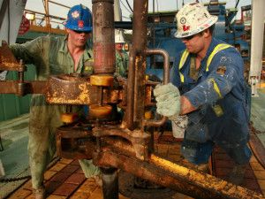 Searching for job opportunities on oil rigs? Visit this page and get information on various types of oil rig jobs and responsibilities available in oil and gas industry.