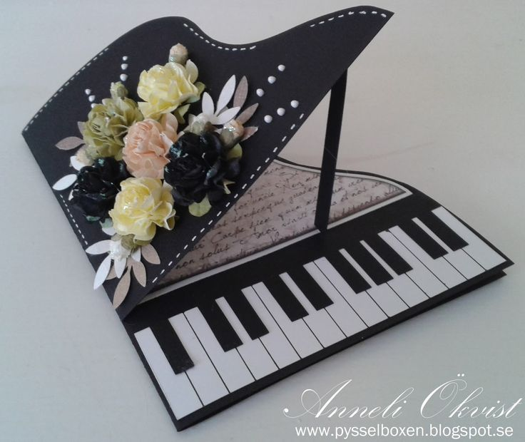 My Piano card in black. 15,5x12,5 cm in size. Annelis Pysselbox
