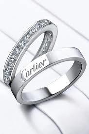 Alianzas de estilo clásico de platino y diamantes de la colección Bridal, de Cartier.