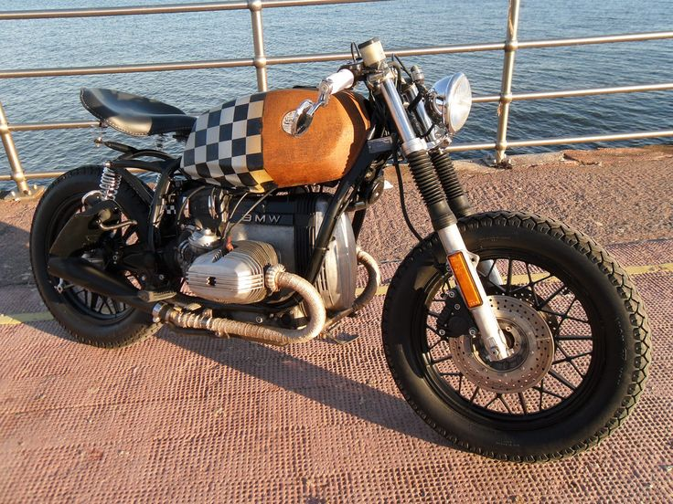 BMW Café Racer / Bobber thing. I like it!