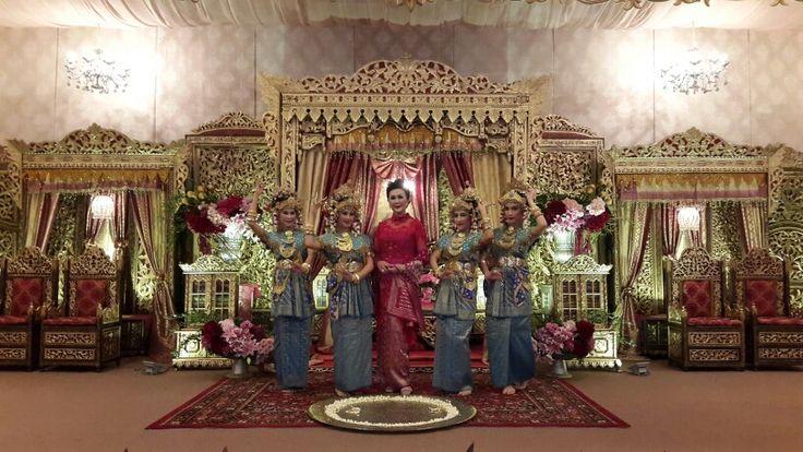 Penari sanggar sukainah sriwijaya  Tari pagar pengantin ❤ Balai Kartini di Jakarta Selatan, Jakarta