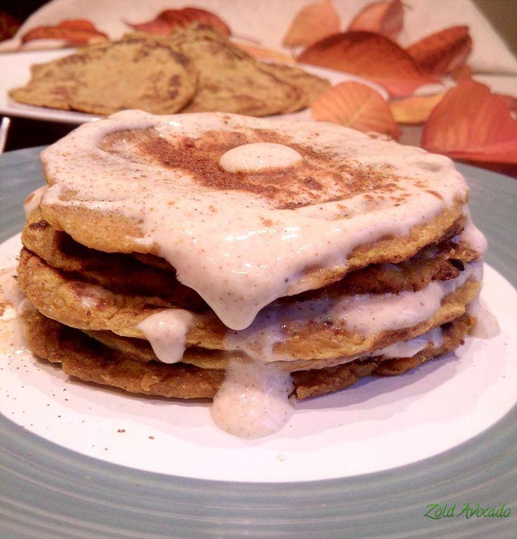 Sütőtökös amerikai palacsinta fahéjas öntettel  (laktózmentes, tojásmentes, vegán) / Recept / teljeskiőrlésű tönkölybúza liszt, sütőtök püré, édesítőszirup, téli fűszerek, lenmag, növényi tej, szója joghurt, kókuszolaj