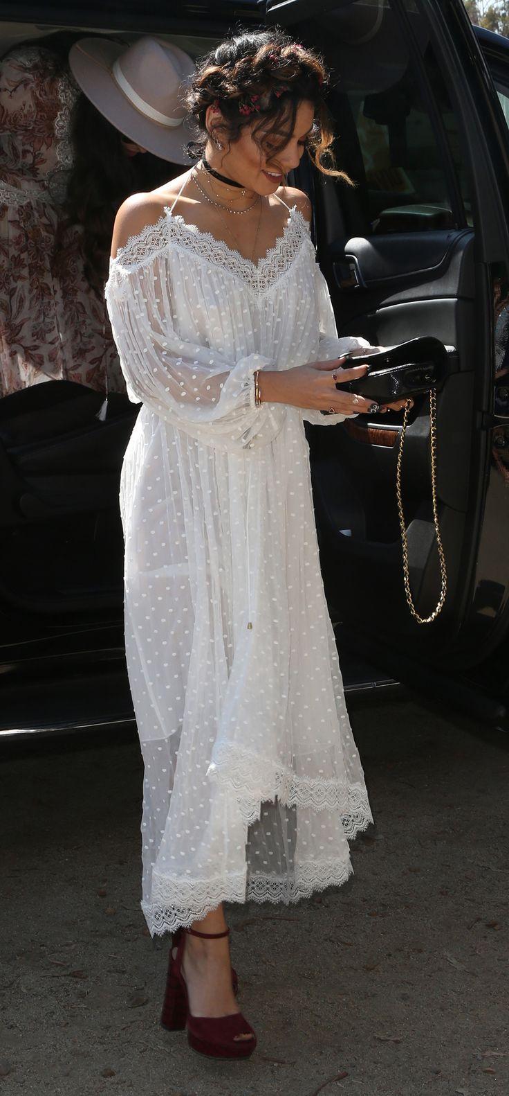 Just look at this casual style with a tone of elegance created by Vanessa Hudgens - sólo miremos este estilo de casual con un tono de elegancia creado por Vanessa Hudgens
