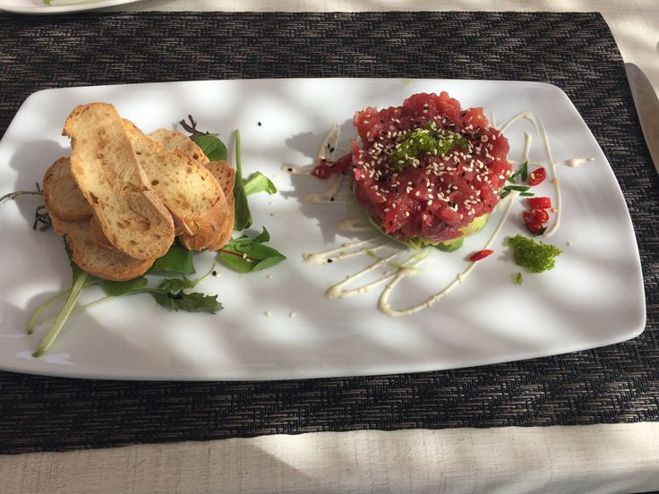 Tuna tartar served on Churchill Art de Cuisine platter at Camuri, Estepona, Malaga, Spain