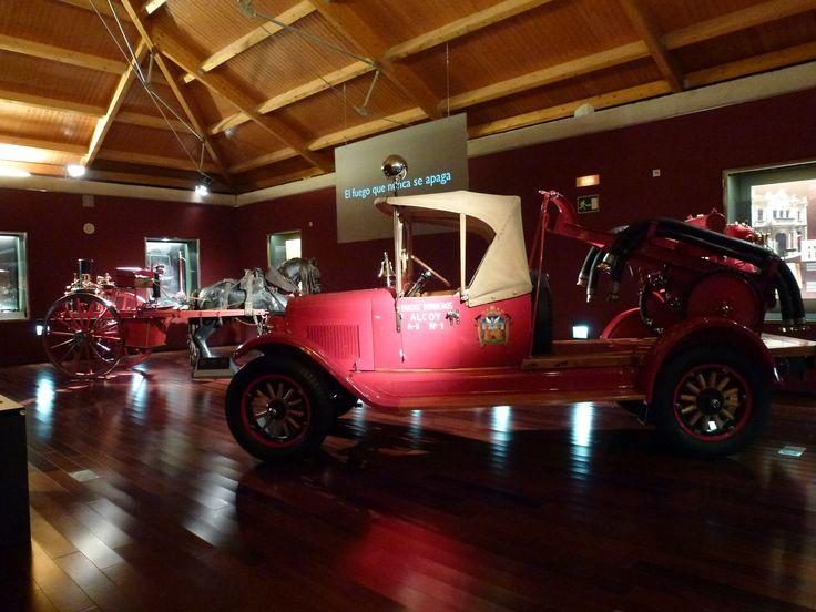 Desde los primeros vehículos utilizados en las labores de extinción, pasando por toda suerte de objetos, útiles y equipos, indumentaria..