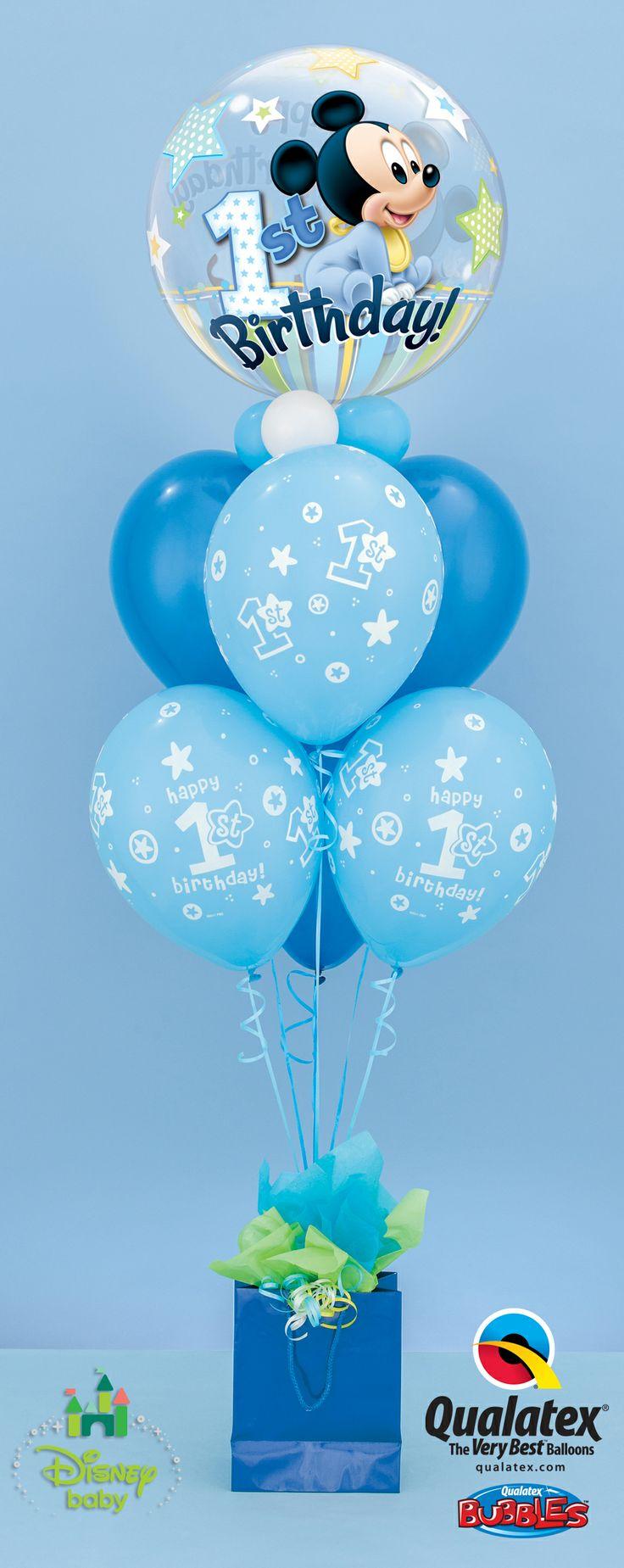 Bolsas como base para centro de mesa con globos estampados. #DecoracionGlobos
