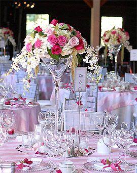 Vase Martini sur pied 40 cm - Ce magnifique vase géant sera un support parfait pour mettre en valeur toutes vos fleurs ! http://www.mariage.fr/photophore-vase-verre-martini-geant-40-cm-xxl.html