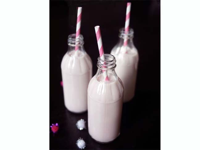 pink milk: Valentine'S Day, Kitchens Diy, Sweet Treats, Pink Milk, Valentines Day Treats, Strawberries Milk, Simple Syrup, Strawberries Syrup, All Natural Pink