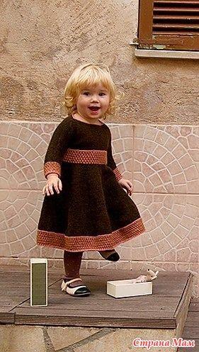 Искала платье для девочки из секционной пряжи. И вот наткнулась на платьице. Мне понравилось. Может быть кому-то тоже пригодится Взято здесь - http://knitting.in.ua/