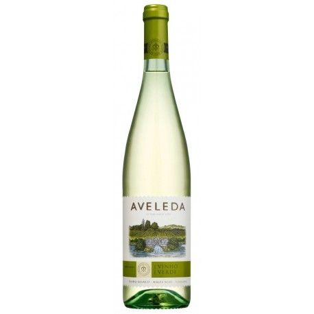 Produced with the main native grape varieties of the Vinhos Verdes Region, Aveleda Vinho Verde reflects perfectly the character of the region #quintadaaveleda#vinhoverde#greenwine#minho#winesfromportugal#aveleda